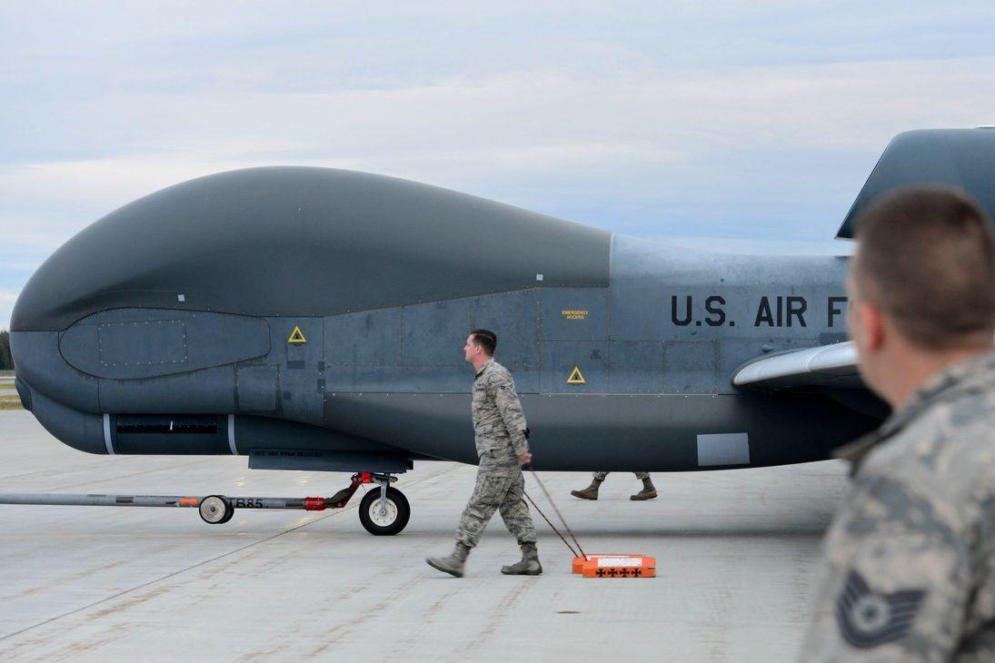 ВВС США отправили стратегический беспилотник Global Hawk на Донбасс и Крым - детали операции