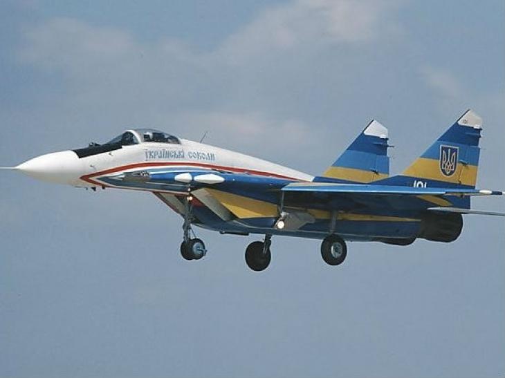 CМИ: над Торезом ополченцы сбили самолет