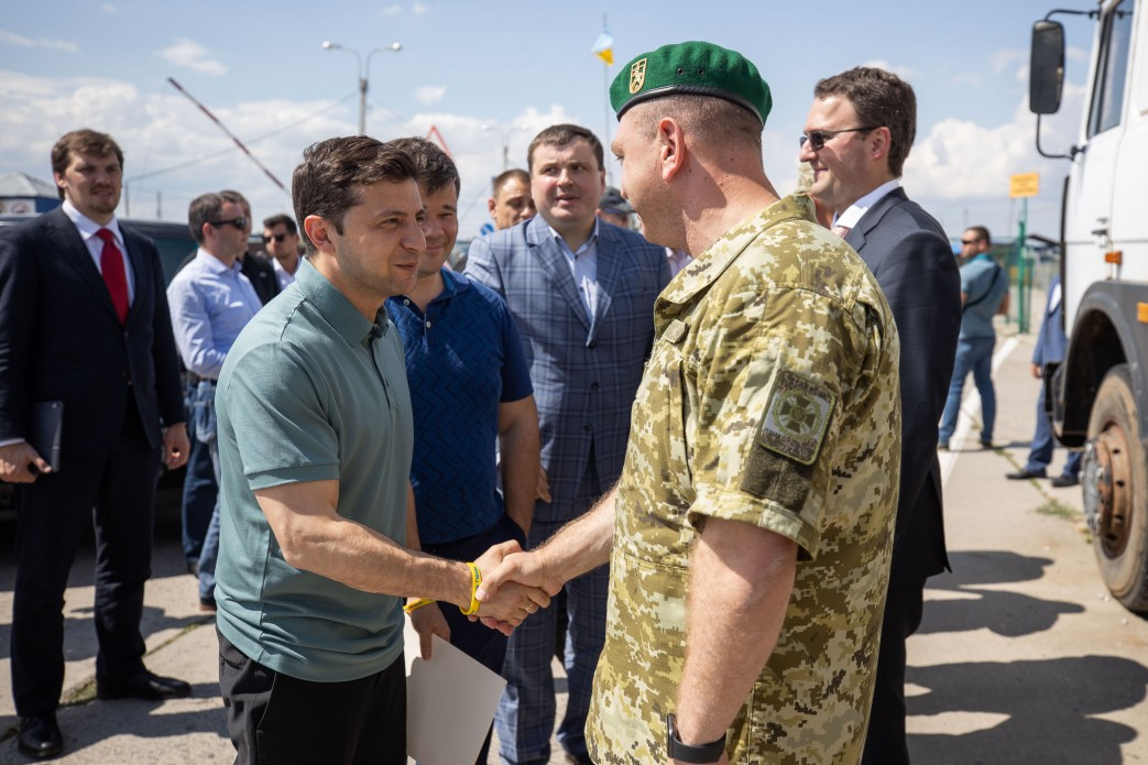Президент Зеленский впервые приехал на админграницу с Крымом и дал жесткое поручение: сроки очень ограничены