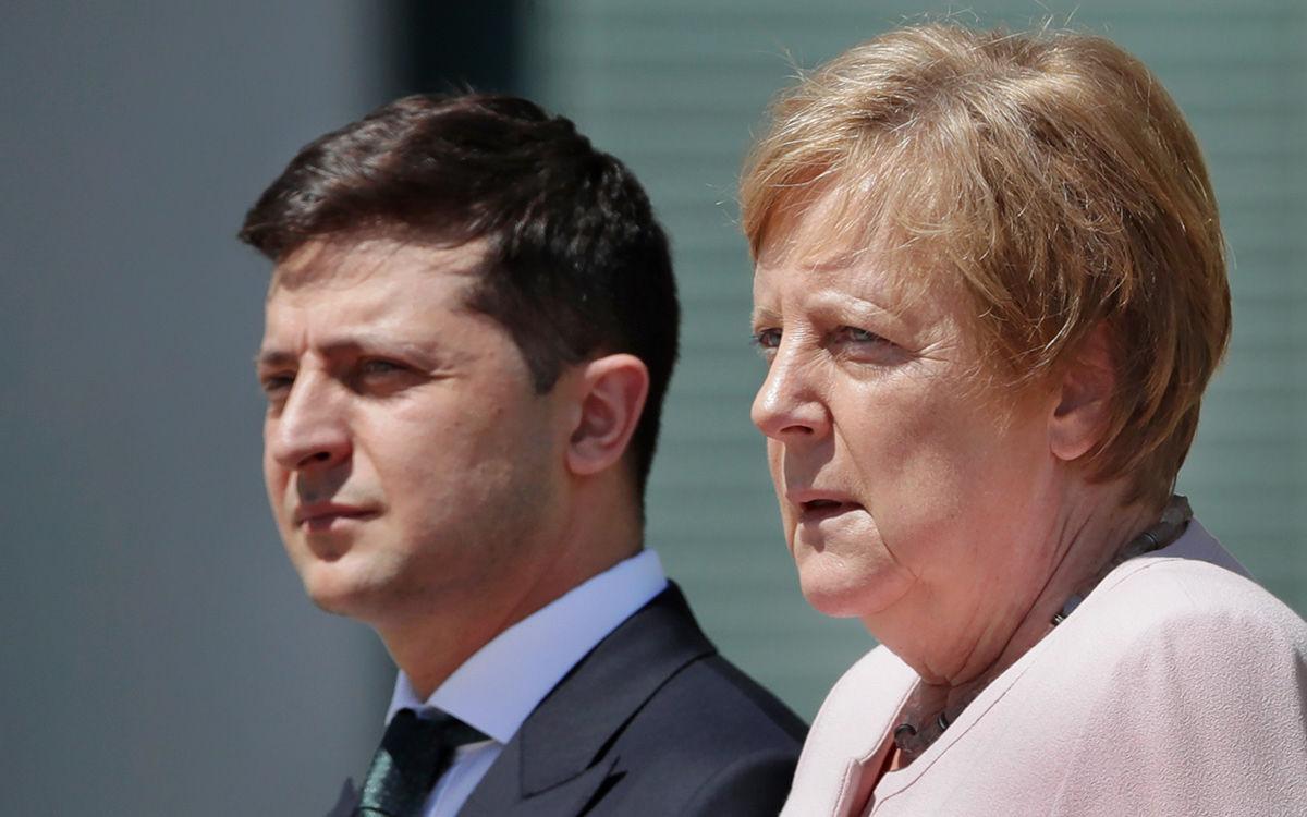 """Меркель ответила Зеленскому на предложение включить """"Северный поток-2"""" в """"нормандский формат"""""""
