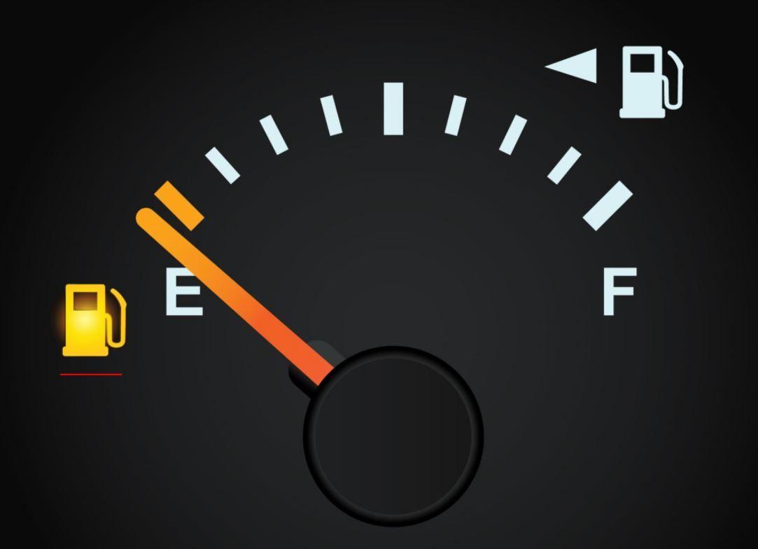 Лайфхак для водителей авто: как можно протянуть на пустом баке несколько дополнительных километров