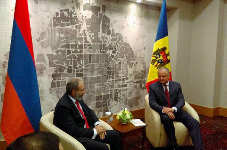 Ждут ли Армению новые отношение с Молдовой: о чем говорили Пашинян и Додон в российском Сочи - СМИ