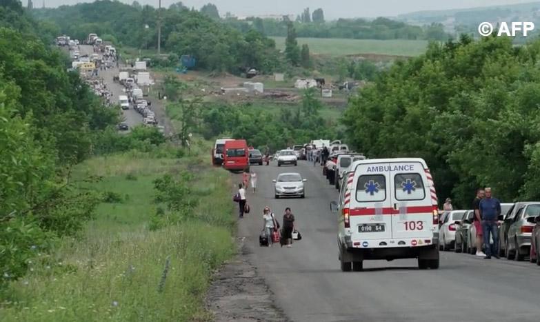 Путь из ДНР и обратно: мирные жители стоят в очереди по 8 часов