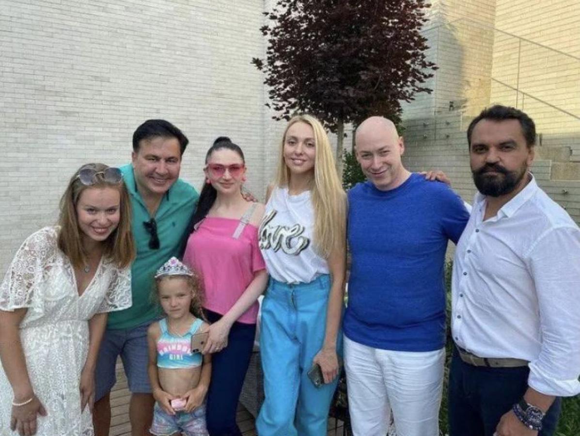 """СМИ: Саакашвили закрутил роман с младшей на 22 года """"слугой"""" Ясько"""