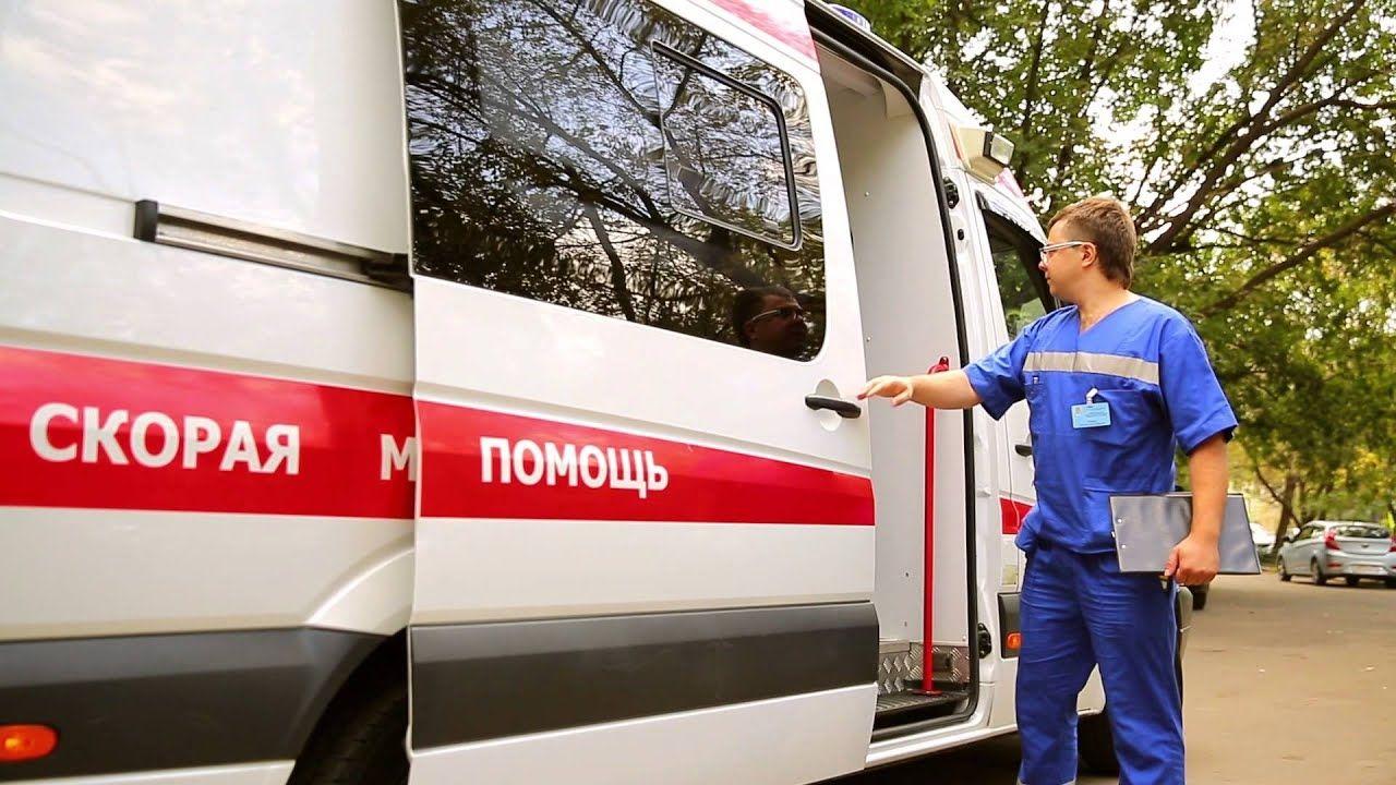 В России мужчина выстрелил в лицо прохожему и порезал ножами людей посреди улицы: первые подробности