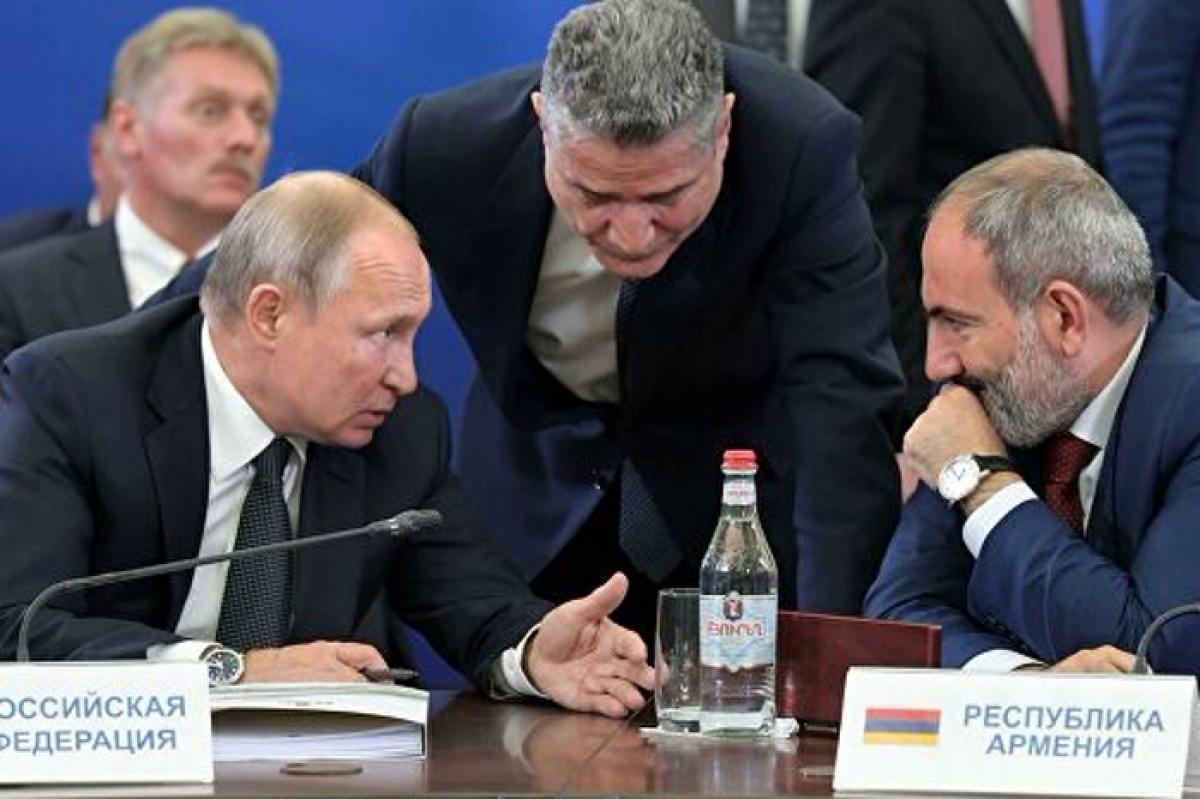 """Армения вслед за Беларусью требует снижения цен у """"Газпрома"""""""