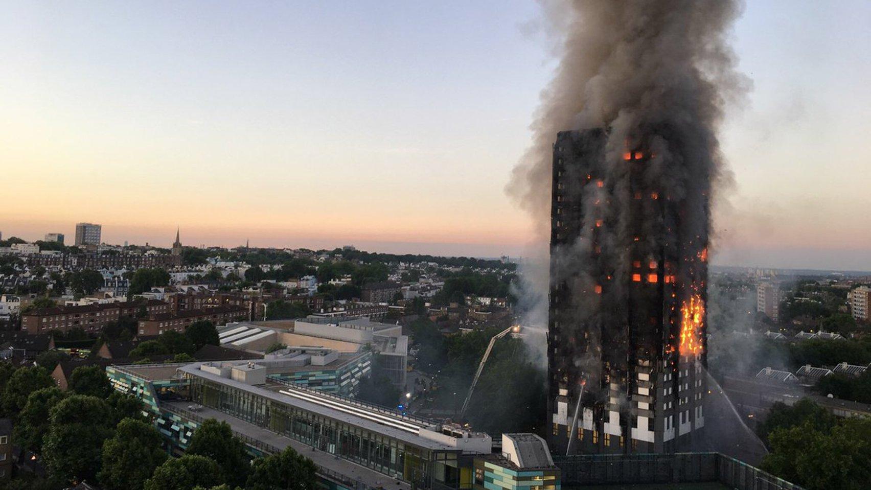 """Названа причина пожара в лондонской многоэтажке Grenfell Tower: следствие озвучило шокирующие подробности """"кровавой ночи"""""""