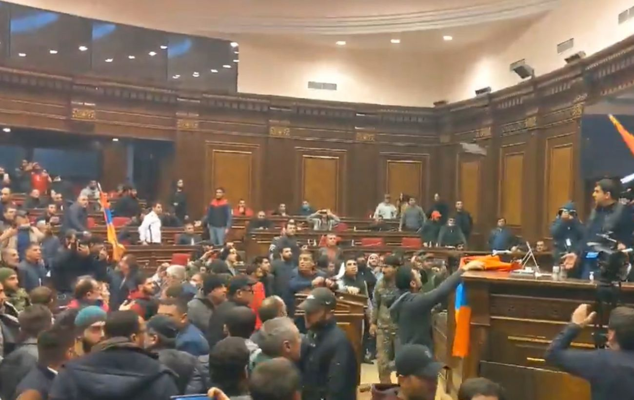 Парламент Армении захвачен протестующими: требуют отмены соглашения с Россией