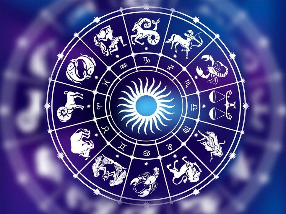 Финансовое благополучие и карьерный рост: в гороскопе Раков на октябрь много приятных моментов