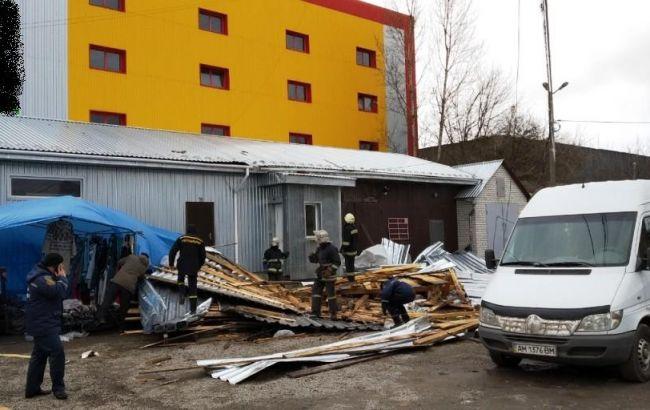 Ураган в Украине привел к первым смертям: на Житомирщине есть погибшая, в Киеве у прохожих травмы - фото