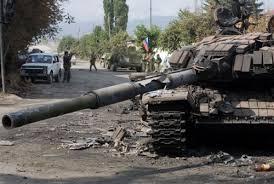 """Один сгорел дотла, а другой перевернулся вверх дном: горе-бойцы """"ру**кого мира"""" на оккупированном Донбассе потеряли пару танков Т-72"""
