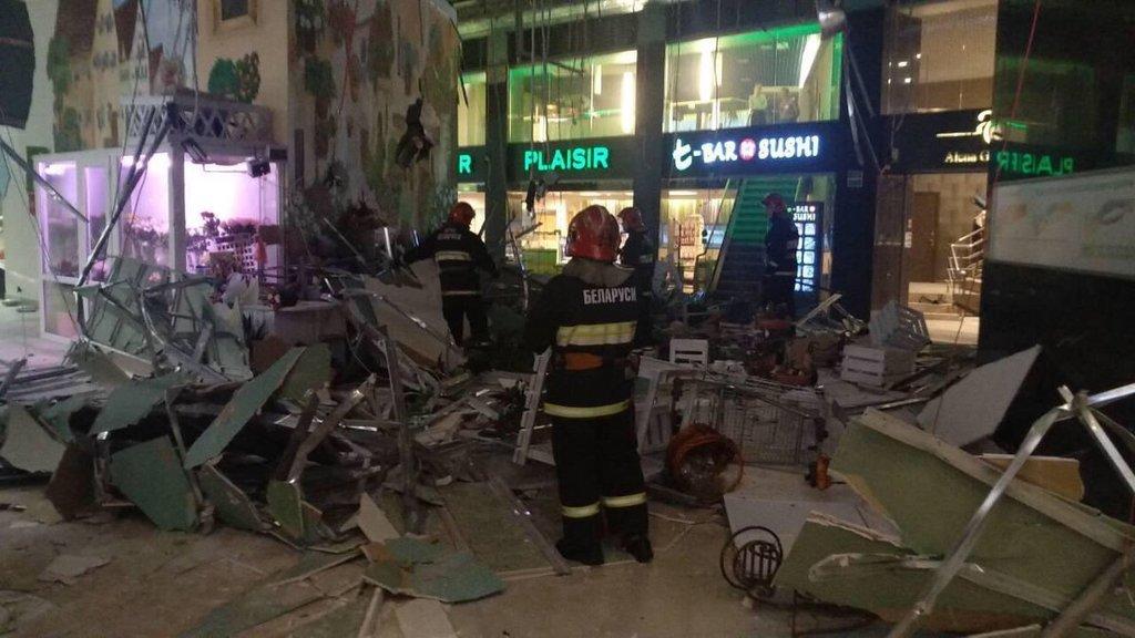 В Минске в ТЦ на людей рухнул потолок: много пострадавших, раненых увозят с места ЧП – фото и видео