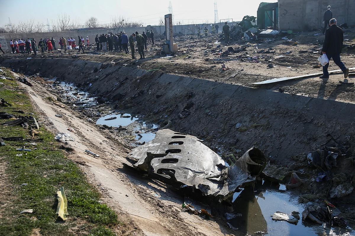 Пилот упавшего Boeing 737 отвел самолет от жилых кварталов Тегерана: рассказ очевидца
