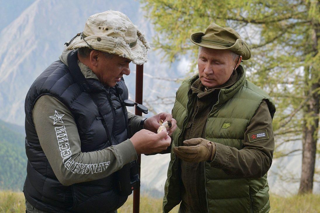 Путин снова ушел в тайгу вместе с Шойгу – Стрелков прогнозирует перемены РФ