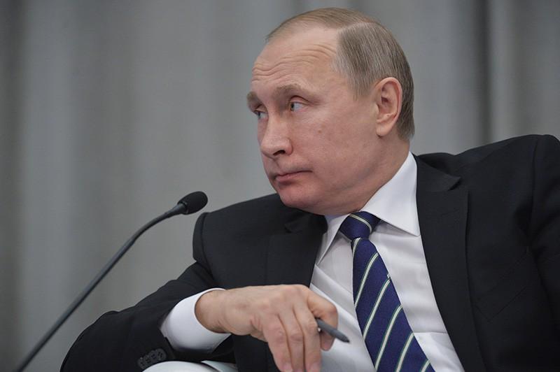 """Мы же в этой стране живем - все знаем, все видим! Россияне возмущены заявлением Путина об очередном """"успехе"""" РФ"""