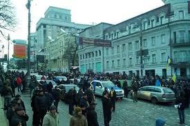 Активисты блокируют выходы из Кабмина: требуют встречи с Аваковым