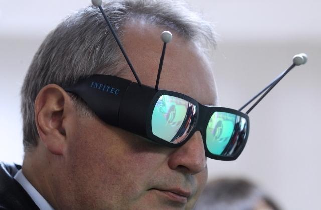 """Рогозин пообещал россиянам """"транспортную систему"""" до Луны уже через 5 лет: соцсети хохочут"""