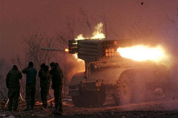 """""""Молодец, все рассказала для Гааги"""", - боевик """"Корса"""" призналась, что вела артобстрелы под украинскими флагами. Кадры"""