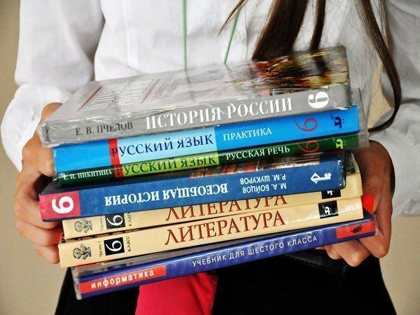 """Главаря """"ДНР"""" проклинают за цены на школьную форму: """"Это беспредел. Пусть Захарченко сам в такое одевается"""""""