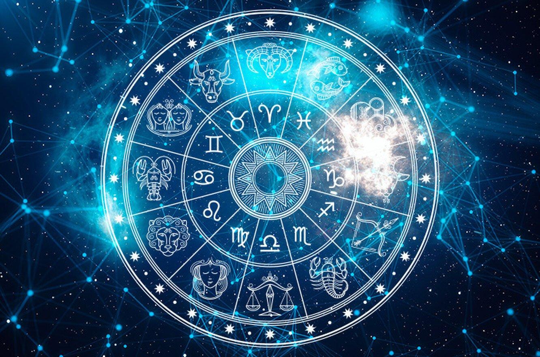 Эти три знака зодиака попадут под влияние полнолуния в сентябре