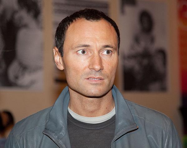 Актера Дмитрия Ульянова с нарушением мозгового кровообращения госпитализировали в больницу