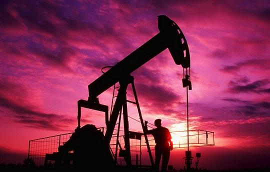 """Россия готовится к худшему: нефть ускорила падение и рухнула на новое """"дно"""": стали известны причины – кадры"""