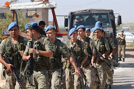 """Впервые после начала """"Щита Евфрата"""" турецкие военные столкнулись с армией Башара Асада в Сирии: правительственный вертолет атаковал союзников Эрдогана"""