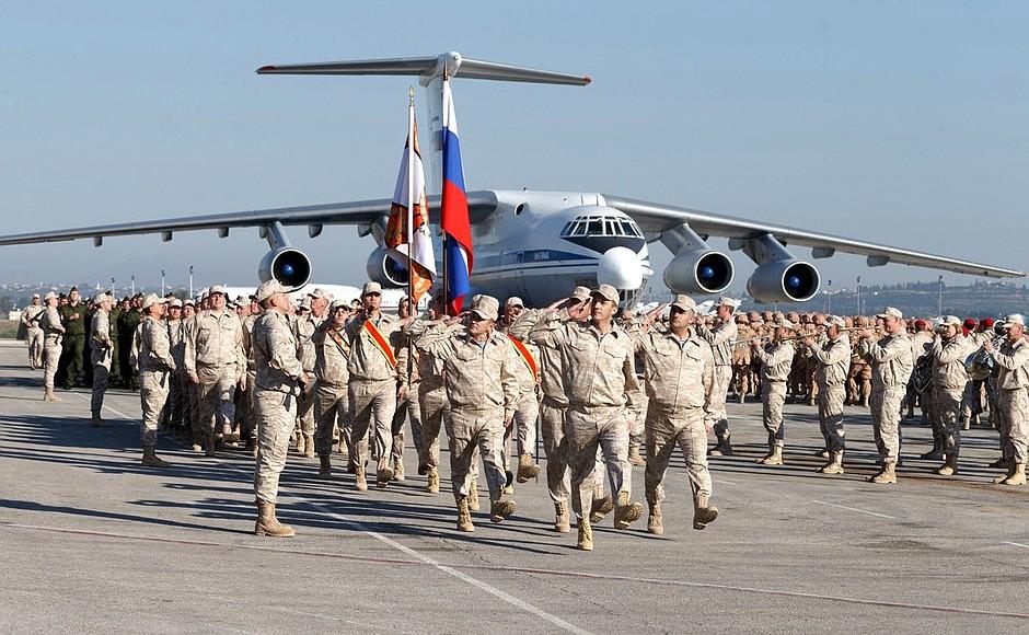 Пара российских военных погибла в результате минометной атаки на авиабазу Хмеймим в Сирии - известны их фамилии