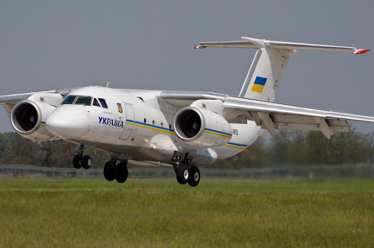 фото украина самолет специалисты