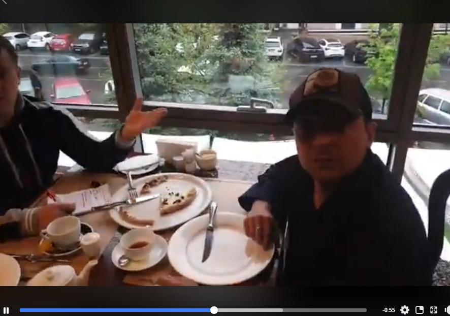 Зеленского заметили в пиццерии и обратились с неожиданной просьбой: появилось видео с ответом президента