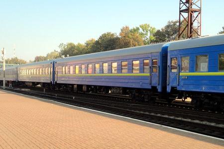 Из-за повреждений на железной дороге отменен поезд Мариуполь-Киев