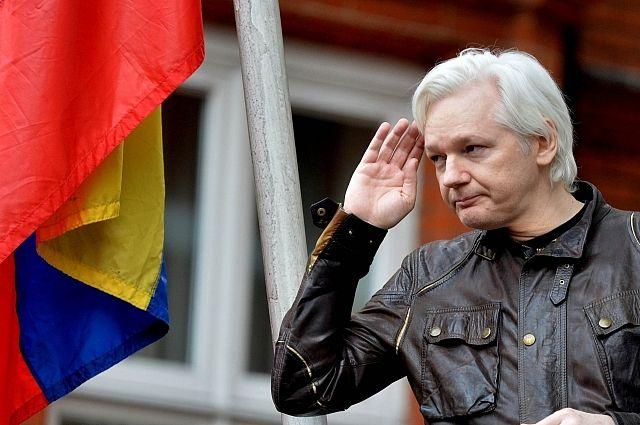 """Основателя WikiLeaks Ассанжа пытаются """"выкурить"""" из посольства Эквадора - к процессу подключился даже Ленин"""