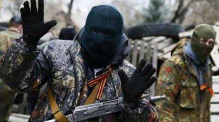Циничные развлечения боевиков: в оккупированной Горловке террористы ради забавы обстреляли подростков