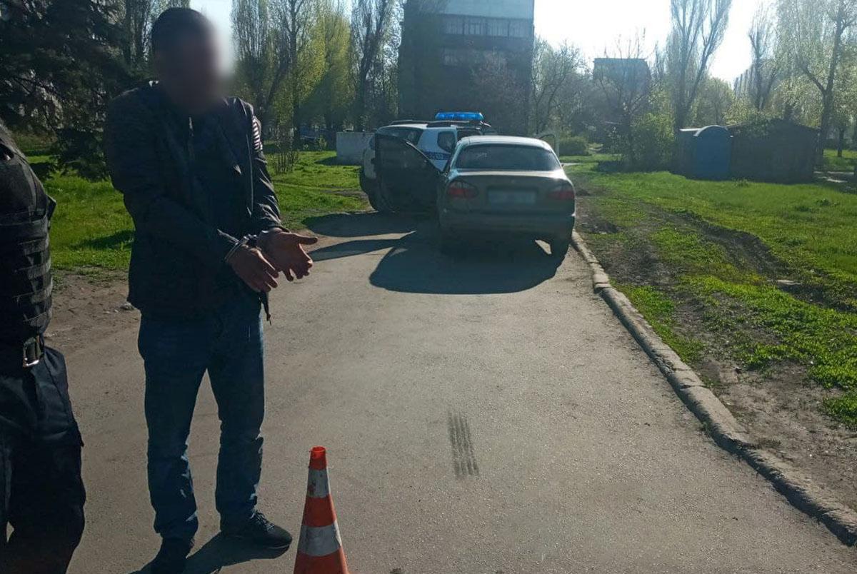 В Донецкой области пьяный водитель попытался скрыться после нарушения ПДД и сбил полицейского