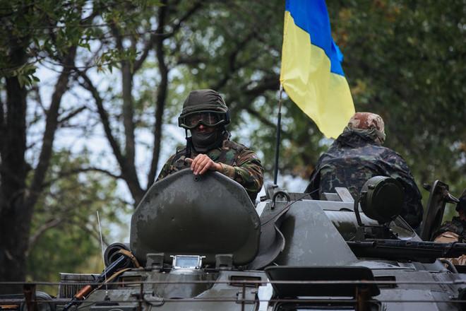 Жаркий бой под Авдеевкой: боевики штурмовали силы АТО танками, ранив трех украинских солдат