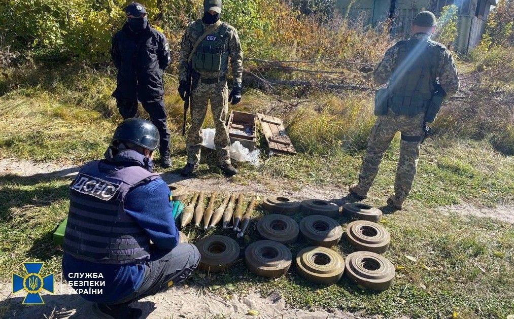 Боевики на Донбассе продолжают вести подпольную войну: на Луганщине СБУ выявила схрон с минами