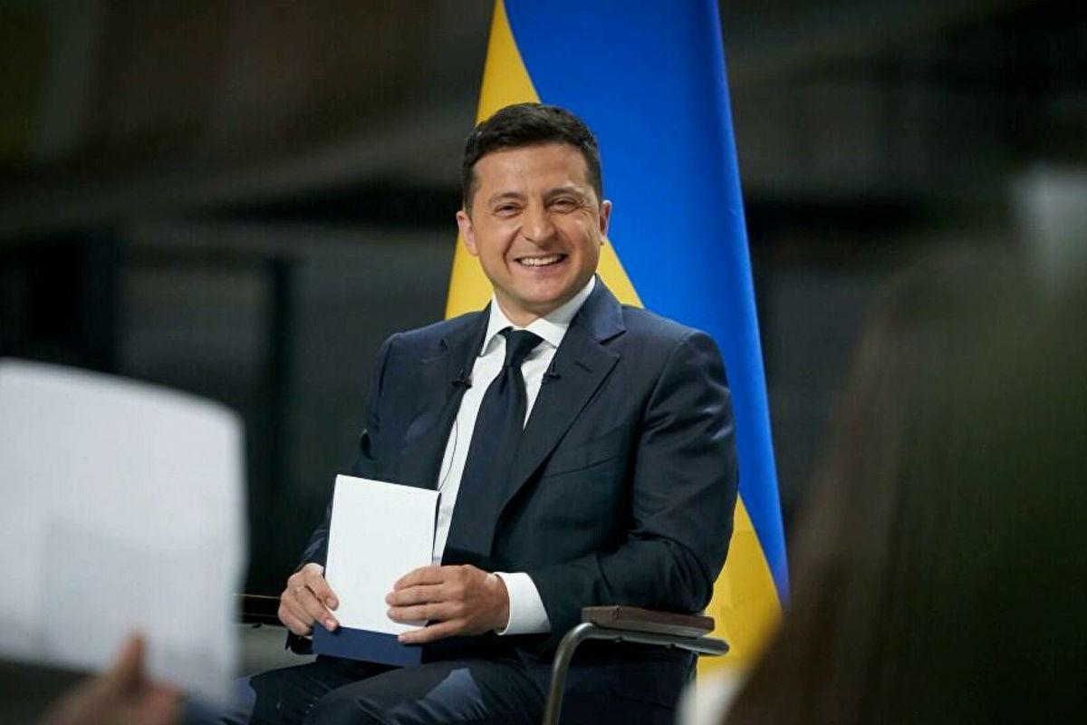 Зеленский показал фото с новой формой сборной Украины и взбудоражил Сеть: украинцы довольны, россияне негодуют