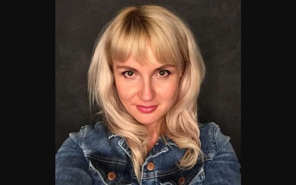 Выбросившая паспорт Украины женщина родом с Донбасса: в Сети нашли ее фото и фамилию
