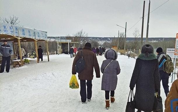 Смерти на КПВВ Донбасса участились: пенсионеры падают замертво, не выдерживая стресса в очередях, - детали