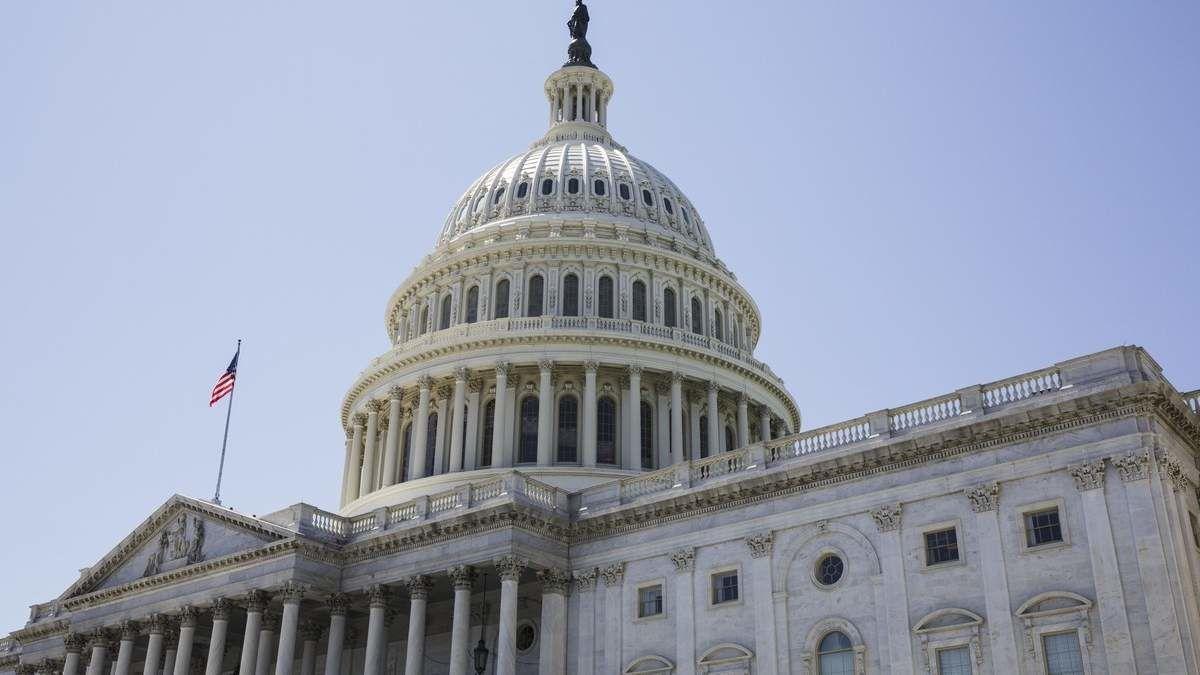 """В США хотят запретить президенту снимать санкции с """"Северного потока-2"""""""