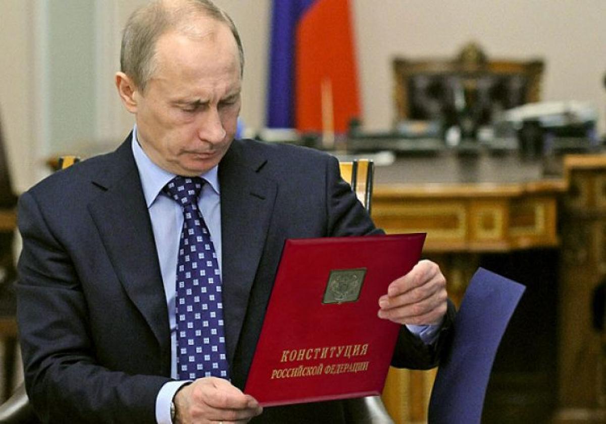 """""""Эта """"победа"""" - самый большой проигрыш Путина за все 20 лет правления"""" - что говорят в России об """"обнулении"""" Конституции"""