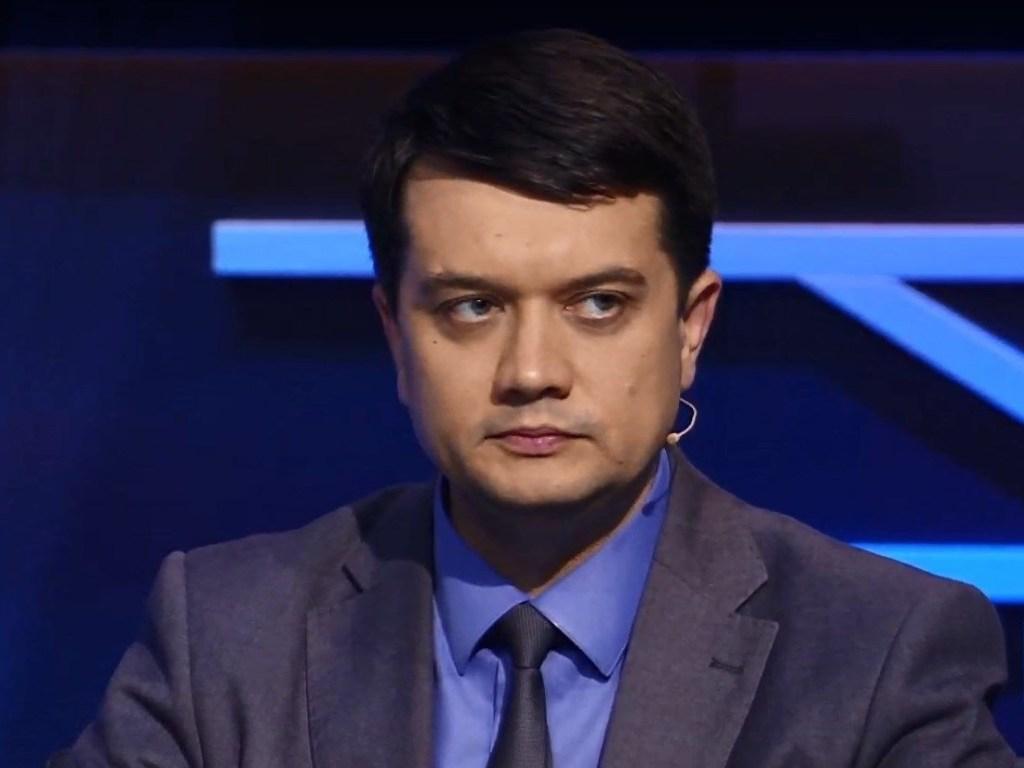 """Спикер Разумков обиделся и отчитал """"слуг народа"""" за скандал в Раде"""