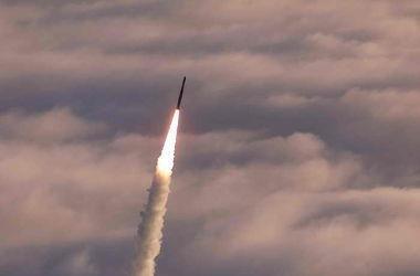 Военные КНДР испытали баллистическую ракету с борта подводной лодки в районе восточного побережья Корейского полуострова.