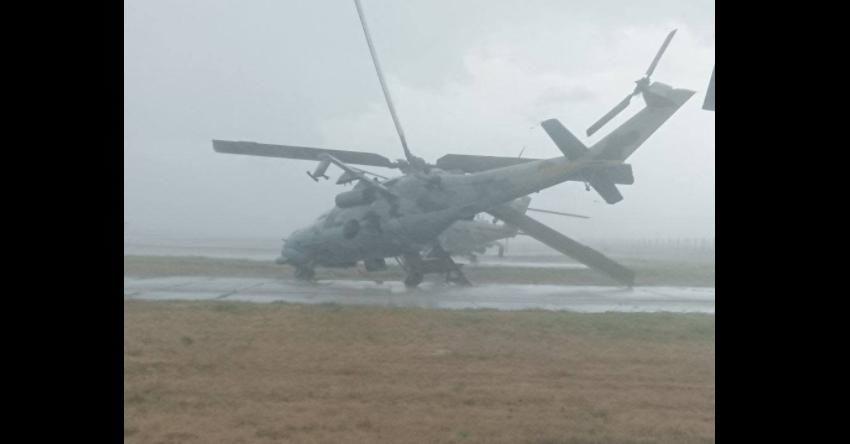 В РФ ураганный ветер перевернул и повредил боевые вертолеты на военном аэродроме
