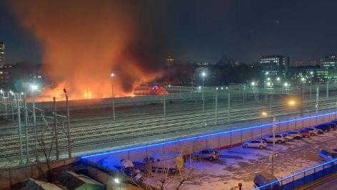 В Москве полыхал сильный пожар и гремели взрывы: обнаружены тела погибших – фото и видео