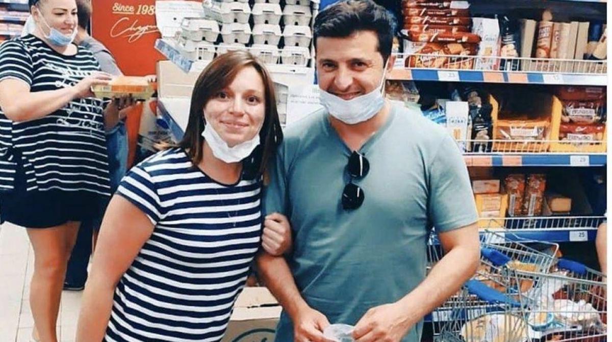 Зеленский на Донбассе зашел в обычный магазин: видео, как президента встретили в Бахмуте