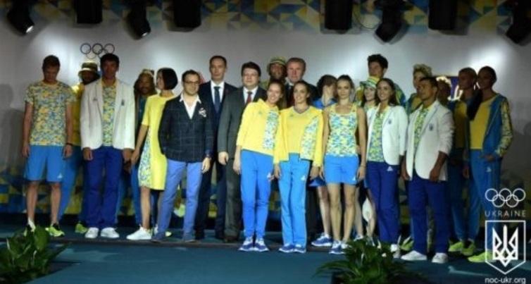 Украинские олимпийцы показали свою новую форму от дизайнера Андре Тана, в которой они поедут в Рио