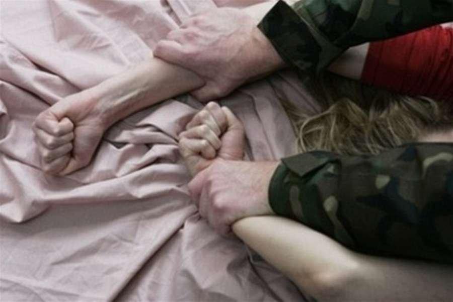 В России коллекторы изнасиловали женщину на глазах у ребенка за долг в 5 тысяч рублей