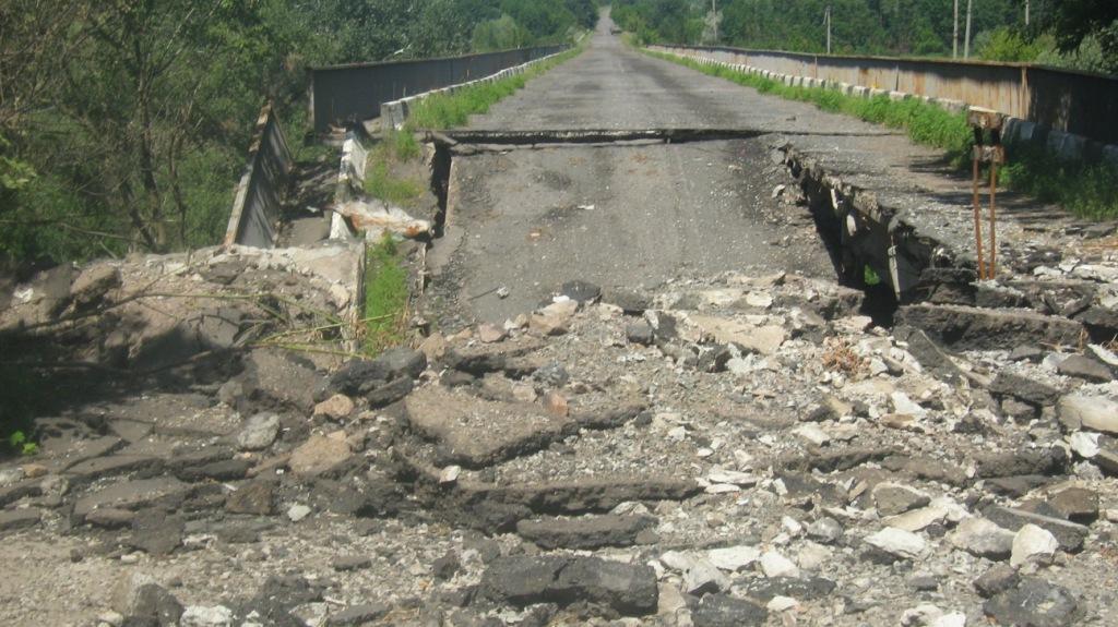 Очевидцы: по трассе Донецк-Ясиноватая взорван мост