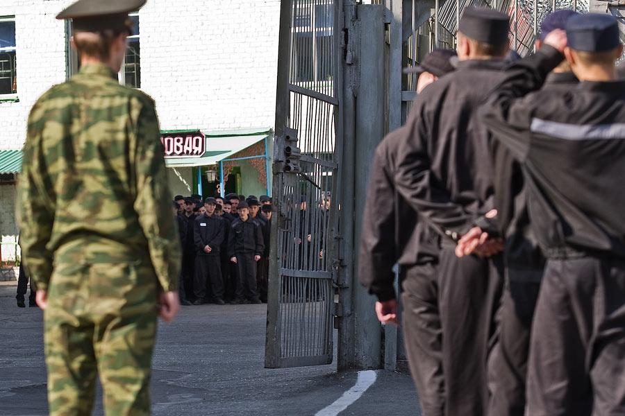 В Луганске освободившихся из мест лишения свободы забирают воевать